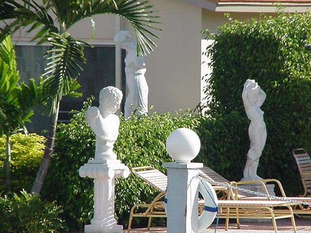 Скульптуры из гипса.